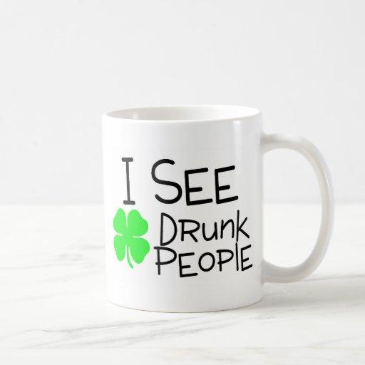 Veo a gente borracha taza