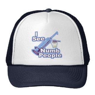 Veo a gente entumecida gorra
