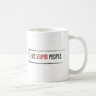 Veo a gente estúpida tazas de café