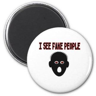 Veo a gente falsa imanes