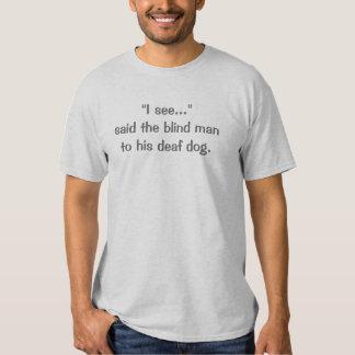 """""""Veo…"""" dijo al hombre ciego a su perro sordo Playeras"""