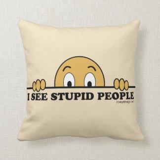 Veo humor estúpido de la gente cojín