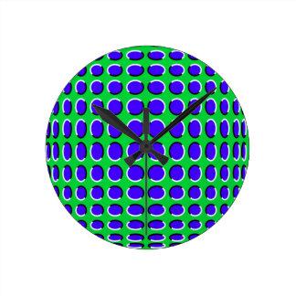 Ver el reloj de pared análogo de la ilusión del oj