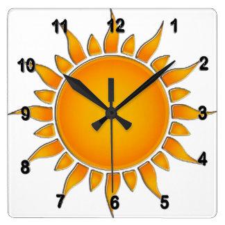 Verano amarillo y anaranjado radiante Sun Reloj Cuadrado