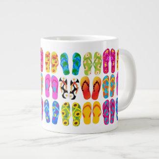 Verano colorido del tema de la playa de la taza grande