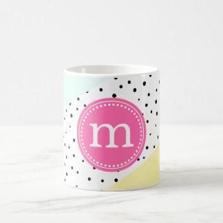 Verano de la menta, rosado y amarillo monograma taza