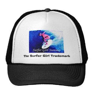 Verano del chica de la persona que practica surf gorras