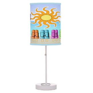 Verano - el hielo hace estallar la lámpara de mesa