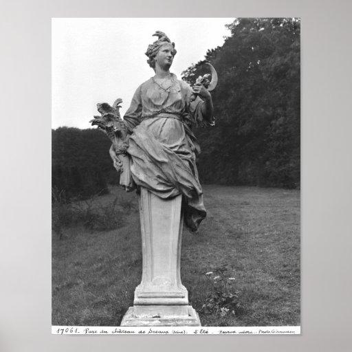 Verano, estatua en los jardines posters