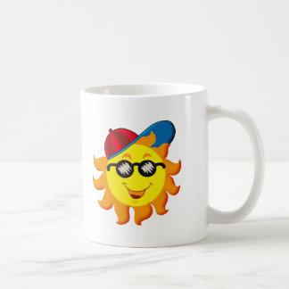 Verano Sun en Ballcap y gafas de sol Tazas