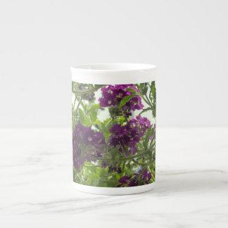 Verbena púrpura que remolina taza de porcelana