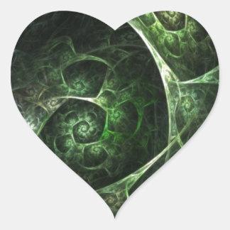 Verde abstracto de la piel de serpiente pegatina en forma de corazón