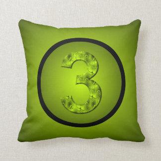 Verde afortunado de la naturaleza del número tres cojín