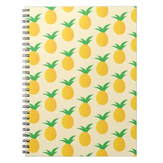 Verde amarillo del modelo de la piña cuaderno
