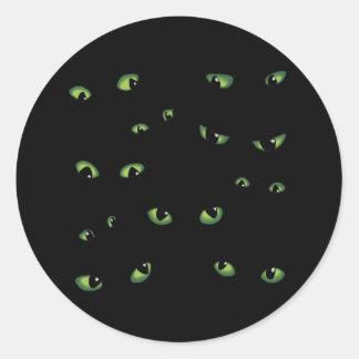 Verde asustadizo de los ojos pegatina redonda