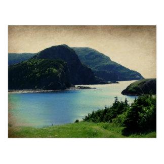 Verde azul de la costa de las montañas del puerto postal