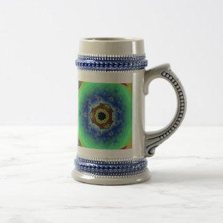 Verde azul de la mandala del fractal del pavo real jarra de cerveza