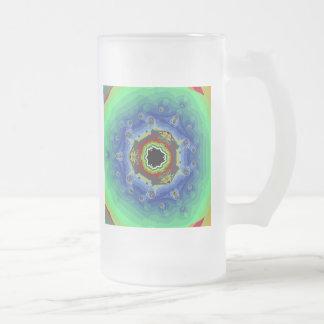 Verde azul de la mandala del fractal del pavo real taza de cristal