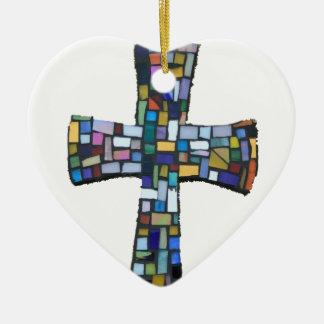 verde azul rojo coloreado mosaico cruzado adorno de cerámica en forma de corazón
