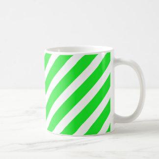 Verde básico de la raya 1 taza clásica