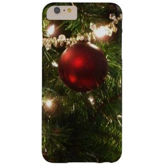 Verde bonito y rojo del día de fiesta del árbol de funda de iPhone 6 plus barely there