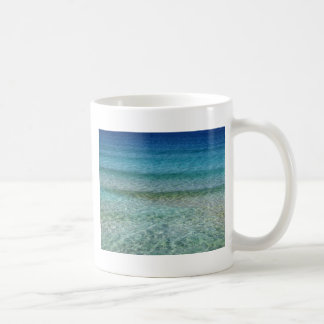 Verde brillante y azul del agua