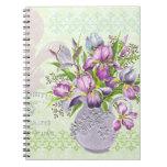Verde caprichoso de las flores púrpuras lamentable libreta