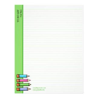 Verde coloreado de los lápices para hacer la lista membretes personalizados
