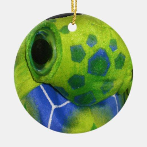Verde colorido de la tortuga gruñona adorno redondo de cerámica
