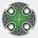 Verde cruzado y gris del St. Brynach Etiquetas Redondas