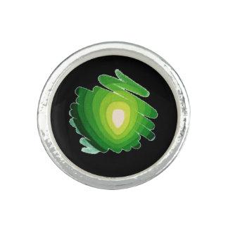 Verde de Chakra del corazón en el anillo redondo