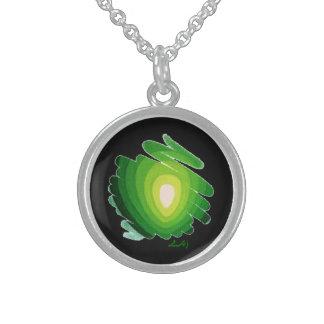 Verde de Chakra del corazón en el collar redondo