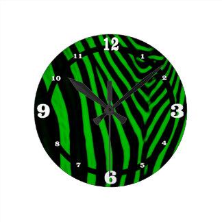 Verde de la cebra reloj redondo mediano