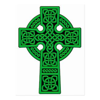 Verde de la cruz céltica tarjeta postal