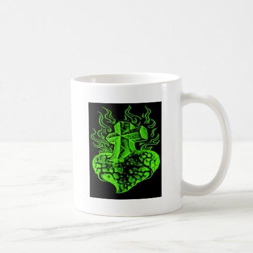 verde de la cruz y del corazón tazas de café
