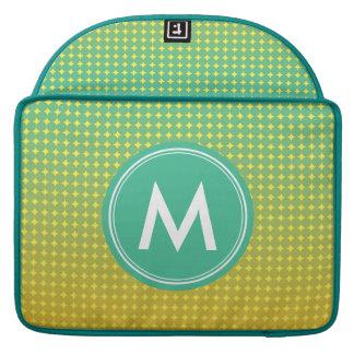 Verde de la fruta cítrica y monograma anaranjado fundas para macbook pro