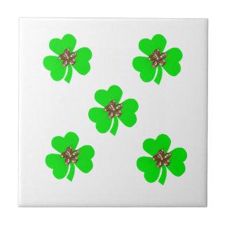 Verde de la primavera, tréboles verdes claros para azulejo cuadrado pequeño
