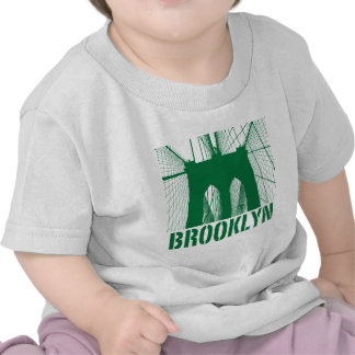 Verde de la silueta del puente de Brooklyn Camiseta