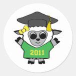 Verde de las ovejas del chica y graduado 2011 del  pegatinas redondas