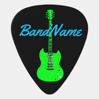 verde de neón en el negro, eléctrico púa de guitarra