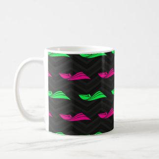 Verde de neón, rosa fuerte, barco de la velocidad, taza