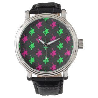 Verde de neón, rosa fuerte, patinador, Chevron Relojes De Pulsera