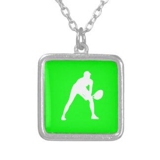 Verde del collar de la silueta del tenis