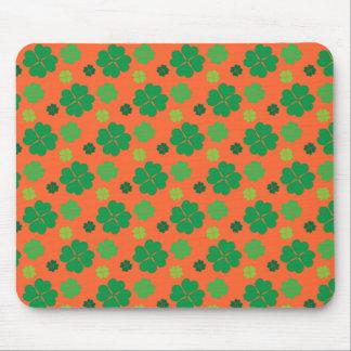 Verde del día del St Paddys del trébol de cuatro h Tapete De Ratones