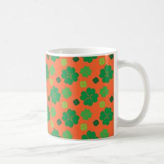 Verde del día del St Paddys del trébol de cuatro h Tazas De Café