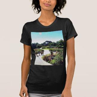 Verde del jardín de rosas del parque del balboa t shirt