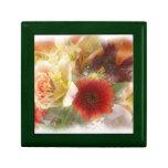 Verde del joyero con las flores anaranjadas y amar caja de regalo