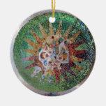 Verde del mosaico de Parc Guell Ornamento Para Arbol De Navidad