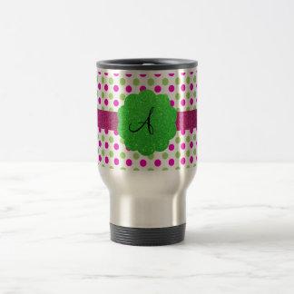 Verde del rosa de los lunares del monograma taza