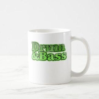 Verde del tambor y del bajo taza de café